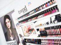 Hrajte o dekorativní kosmetiku trend IT UP